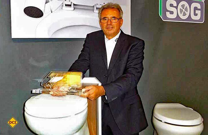 SOG-Firmengründer Werner Dahmann wurde für seine chemiefreien Entlüftungssysteme für Mobil-Toiletten mit dem LUPO 2016 des DCHV ausgezeichnet. (Foto: Caravan Salon)