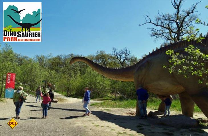 Zeitreise in die Geschichte der Dinosaurier im Dinipark Teufelsschlucht in der Eifel. (Foto: Dinopark Teufelsschlucht)