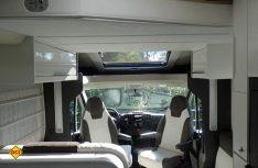 Das große Glasdach über der Sitzgruppe sorgt auch an trüben Tagen für ordentlich Licht im Innenraum. (Foto: det)