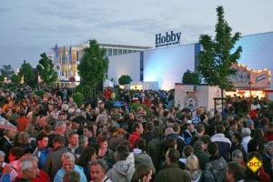 Die Harald Striewski Straße in Fockbek wird hur Hobby-Partymeile. (Foto: Werk)