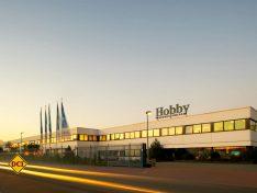 Hobby bezeichnet sich als weiltweit größter Caravan-Hersteller und als ein führender Reisemobil-Produzent. (Foto: Hobby)
