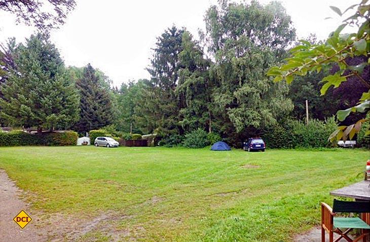 """Fünf Stellplätze in urigem Grün bietet der Campingplatz """"Zur Tausendjährigen Linde"""" in Dorfmark an. (Foto: Archiv)"""