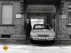 Felix Wankel 1967 mit seinem Ro 80, der jetzt im Technoseum zu sehen ist. (Foto: Technoseum)