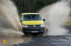 VW T6 Rockton – ein geländegängiges Arbeitsgerät mit höhergelegtem Fahrwerk und Hinterachs-Differenzialsperre. (Foto: VWN)
