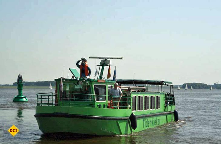Mit dem Tidenkieker kann man als Gast an einer aufregende Tour auf der Elbe teilnehmen. (Foto Urlaubsregion Altes Land