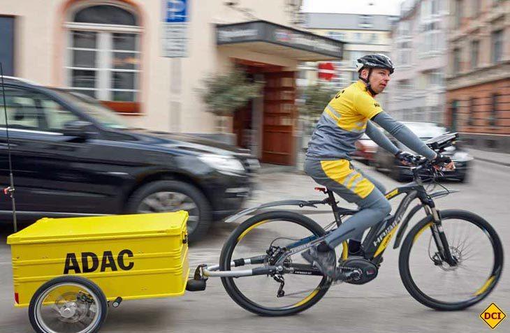 In einem Pilotprojekt erforscht der ADAC in Großstädten den Einsatz von E-Bikes für die Pannenhilfe. (Foto: ADAC)