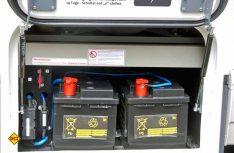 Gut zugänglich: Bordbatterien mit Hauptschalter. (Foto: alf)
