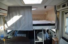 Das passable Hubbett ist die einzige Schlafmöglichkeit im Detlefs Evan. (Foto: det)