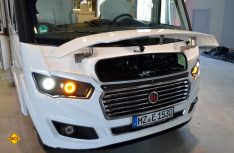 Trotz schmaler Motorhaube sind alle Service-Funktionen gut zu erreichen. (Foto: det)