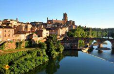 """Die Bischofsstadt Albi, genannt """"Le Rouge"""" (die Rote) hat ihren Namen durch die Bauweise fast aller Gebäude, die mit roten Ziegeln erstellt wurden. (Foto: CRT Midi-Pyrenees)"""