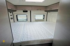 Das Heckbett überzeugt durch seine üppigen Maße und bietet zwei komfortable Schlafplätze an. (Foto: det)