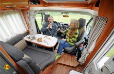 Trotz knappen Raumangebotes überzeugt die Habdinett-Sitzgruppe im Hymer Van. (Foto: det)