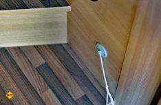 Old school: Oben Hightech mit iNet-CI-Datenbus, unten eine Strangabschaltung mit Bindfaden? (Foto: det)