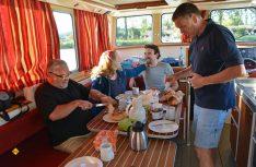 Letztes gemeinsames Frühstück vor dem Crew-Wechsel an Bord des Hausbootes. (Foto: det)