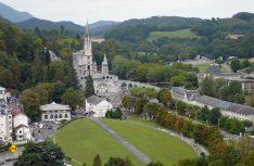 """Die Basilika vom Papst Pius X im Zentrum der """"heiligen"""" Stadt Lourdes. (Foto: Tourismus Midi-Pyrenäen)"""