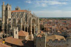 Blick über die Dächer der Stadt Narbonne, durch die der Canal de la Robin bis zum Mittelmeer führt. Foto: Tourismus Midi-Pyrenäen)