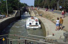 Diese Attraktion kennt jeder Hausbootfahrer am Canal du Midi – die weltbekannte Schleusentreppe in der Nähe von Beziers. (Foto: Tourismus Midi-Pyrenäen)