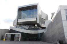 Vom Wasser und vom Hafen inspiriert – das Utzon Center für Architektur, Kunst und Design an Aalborgs neuem Hafen. (Foto: hcb)