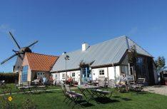 Im Windschatten der traditionellen Mühle – uriger Landgasthof mit regionalen Gerichten. (Foto: hcb)
