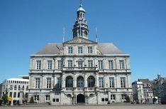 Das im 17. Jahrhundert entstandene Rathaus von Maastricht beherbergt auch eine bemerkenswerte Kunstsammlung (Foto Tim Alex)