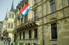 Das Palais des Großherzogs liegt mitten in der Altstadt von Luxembourg und wird von nur zwei Soldaten bewacht. (Foto visitluxembourg)