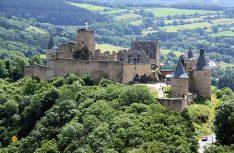 Die Höhenburg Bourscheid in den Ardennen wurde um das Jahr 1000 erstmals urkundlich erwähnt und ist heute ein attraktives Ausflugsziel für viele Luxembourg-Touristen. (Foto visitluxembourg)