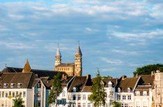 Blick in die Altstadt von Maastricht mit der Sankt Servatius Basilika im Hintergrund. (Foto Messe Düsseldorf)