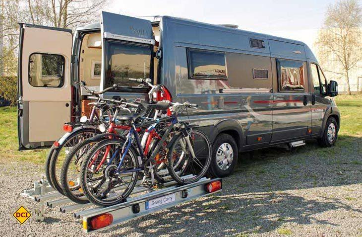 Speziell für Kastenwagenmobil und Campingbus hat SMV mit dem Swing Carry einen schwenkbaren Fahrradträger im Angebot. (Foto: Werk)
