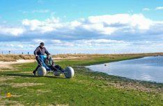 Das Wattmobil gestattet auch gehbehinderten Menschen das Phänomen Wattenmeer zu erkunden. (Foto: Patrick Kösters_Archiv Nordseebad Spiekeroog GmbH)