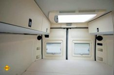 Zwei komfortable Schlafplätze bietet das Heckbett an. (Foto: det)