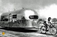 Sollte die leichten Laufeigenschaften demonstrieren: Der Airstream wird von einem Rennrad gezogen. (Foto: Werk)