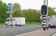 Immer mehr Autofahrer verzichten beim Abbiegen oder Aus- und Einscheren auf den Fahrtrichtungsanzeiger. (Foto: det)