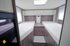 Ein dicker Pluspunkt sind die großen und komfortablen Einzelbetten im Heck. (Foto: det)
