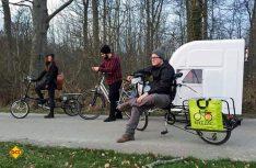 Zum Radeln wird der Camper zusammengeklappt. (Foto: Werk)