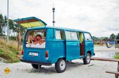 Für Retro- und Oldtimer-Fans: Das Bulli-Camp zum Übernachten in VW Bullis. (Foto: Heidepark)
