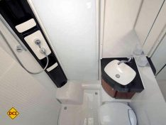 Der großzügige Sanitärraum im Hobby Optima. (Foto: det