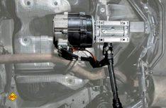 Die E-Kits werden zwischen die Antriebswellen des Fahrzeuges eingebaut. (Foto: Werk)