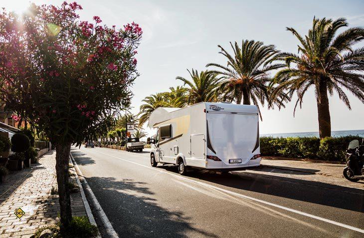 Der Wohnmobil-Vermieter rent easy bietet jetzt auch Mietfahrzeuge an zwei Stationen in Andalusien an. (Foto: Carado)