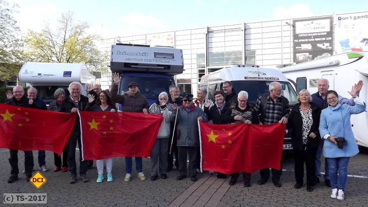 Traumtour von Düsseldorf nach Peking in 67 Tagen. Die Teilnehmer sind gut gelaunt. Fünf Abenteurer kommen aus NRW. (Foto: tom)