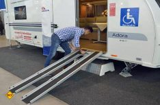 Die Auffahrrampen für den Rollstuhl sind das Entree in den Adria. (Foto: det)