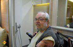 Der Contergan-Geschädigte Gotthilf Lorch hat sich einen Adria Caravan behindertengerecht umbauen lassen. (Foto: det)