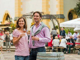200 Weine aus dem Rotweinparadies Ahrtal können am Pfingstwochenende in der Altstadt von Ahrweiler verkostet werden: (Foto: Ahrtal-Tourismus)