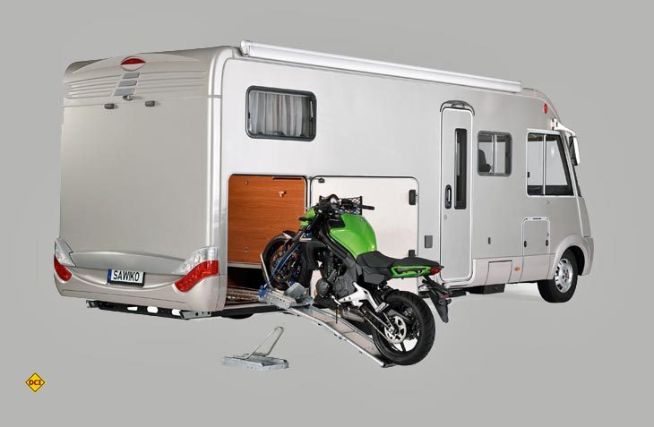 der bock muss mit motorradtransport im reisemobil deutsches caravaning institut. Black Bedroom Furniture Sets. Home Design Ideas