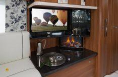 Perfekt gemachter Media-Schrank mit serienmäßiger Radioanlage. (Foto: Werk)