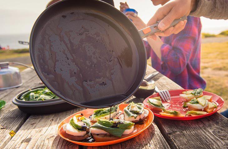 Platz- und gewichtssparend sind die Koch- und Ess-Sets von GSI-Outdoors. (Foto: GSI)