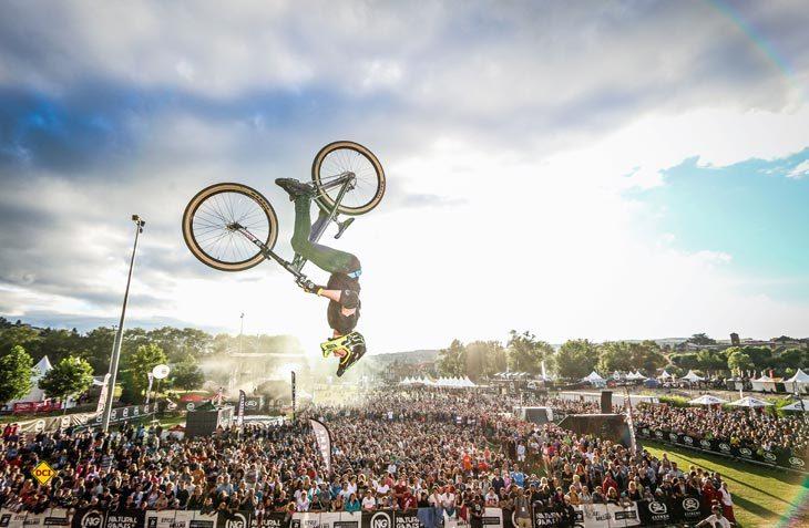 Die Natural Games in Südfrankreich warten mit imposanten Stunts, tollen Sportereignissen und stimmungsvollen Konzerten am Abend auf. (Foto: Laurent Merle)