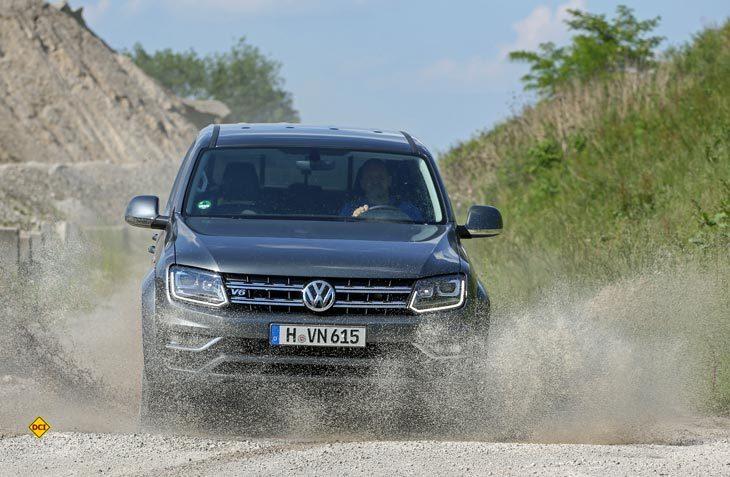 """15 Teams mit je einem VW Amarok und jede Menge Matsch und Staub: Das ist die deutsche Qualifikation für die Off-Road-Rallye """"Spirit of Amarok"""". (Foto: Volkswagen Nutzfahrzeuge)"""