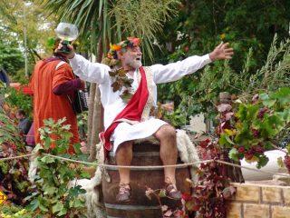 Weinkönig Bacchus hält Hof an der Nahe: Tolle Weinfeste laden zum Probieren und Feiern ein. (Foto: Rheinland-Pfalz Tourismus)