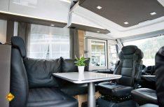 Gediegener Luxus mit elder Lederausstattung auch in der Sitzgruppe des neuen Adria Sonic. (Foto: Werk)
