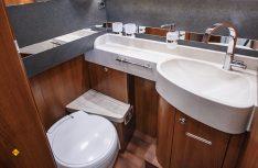 Die Bäder wurde bei allen Baureihen optimiert und erhalten ein größeres Waschbecken. (Foto: det)